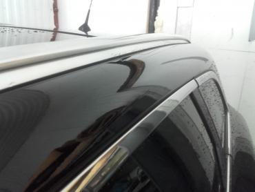 Renault słupek boczny po delikatnym gradzie Bezlakierowo.pl - bzlakierowe usuwanie wgniecen w karoserii samochodowej